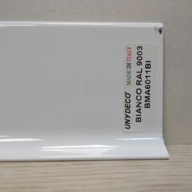 фото плінтуса лучіано алюміній білий 9003